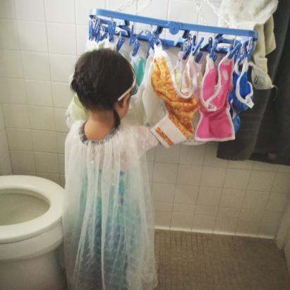 Queen Elsa does her chores // you & mie