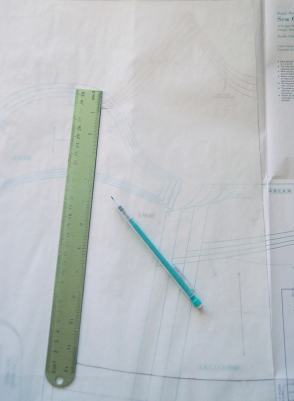 Happy Homemade Sew-along // Day One - Tracing the pattern and adding seam allowance // you & mie